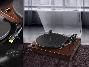 """a Fluance turntable and more!"""""""