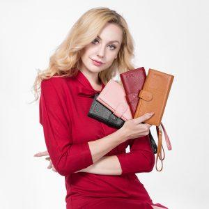 Lady with wallets