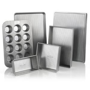 USA Pan 6-Piece Bakeware Set. (ARV $89.95)