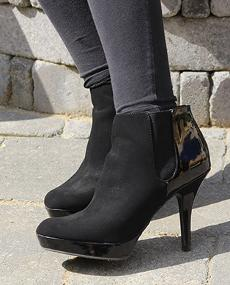 Win a Pair of Secret Celebrity Fall Boots from Camtrade Footwear!