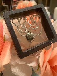 Win a PicturesOnGold.com Custom Mother's Day Locket!!