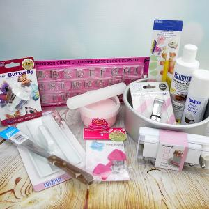 WIN: Cake Decorating Set